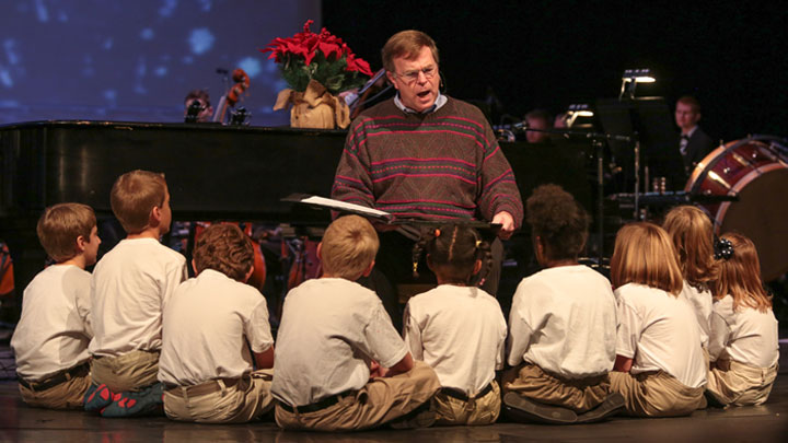 Mayor Battle reads 'Twas the Night Before Christmas