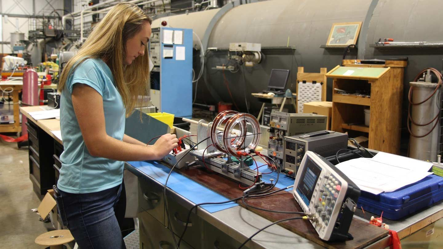 A yound woman college student conducts research in an engineering lab at UAH