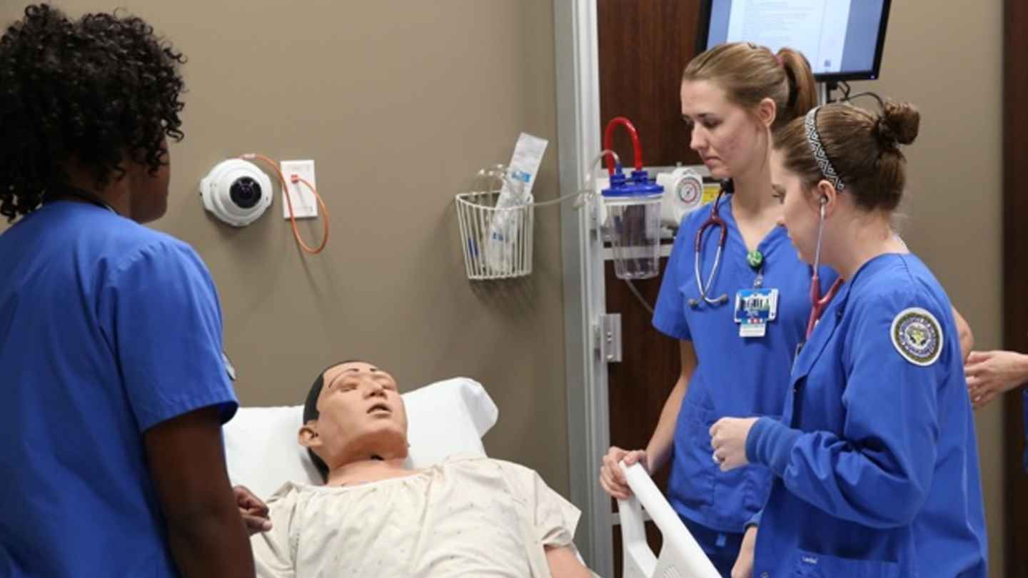 BSN Students collaborate with simulated patient to plan care