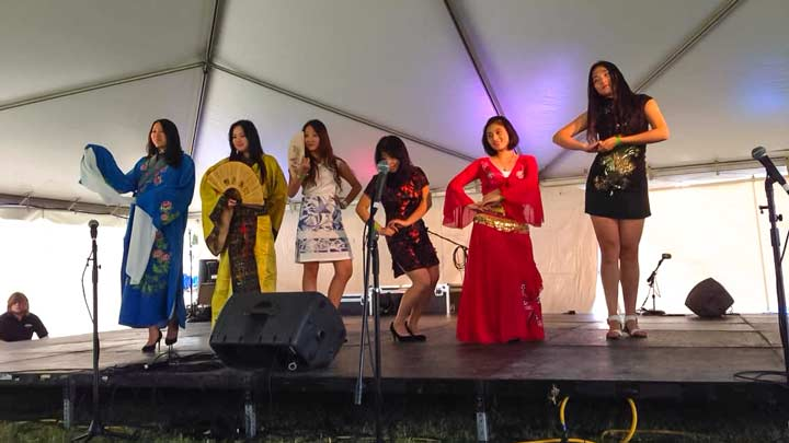 UAH's Chinese Students and Scholars Association performing a traditional dance